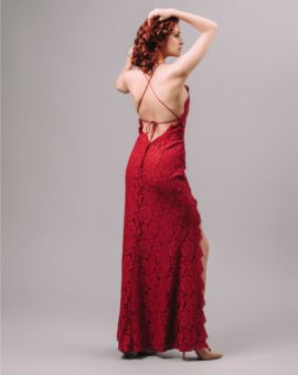 Hyra festklänning Fame and Partners Burgundy Lace Slit Dress with Spaghetti Straps